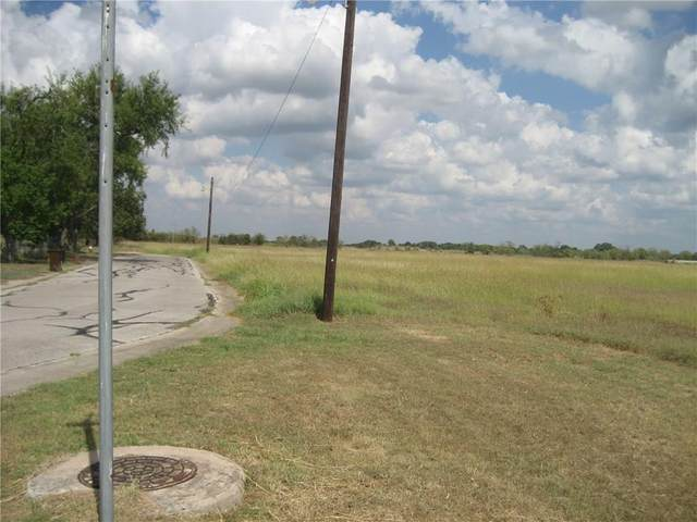 1000 Valdez St, Lockhart, TX 78644 (#2538522) :: Zina & Co. Real Estate