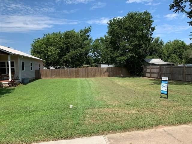 2302 Pecan St, Bastrop, TX 78602 (#3827677) :: Papasan Real Estate Team @ Keller Williams Realty