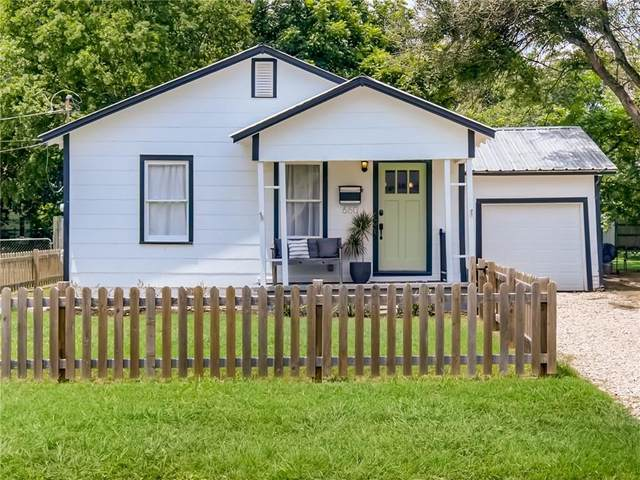 660 S Guenther Ave, New Braunfels, TX 78130 (#4417257) :: Papasan Real Estate Team @ Keller Williams Realty