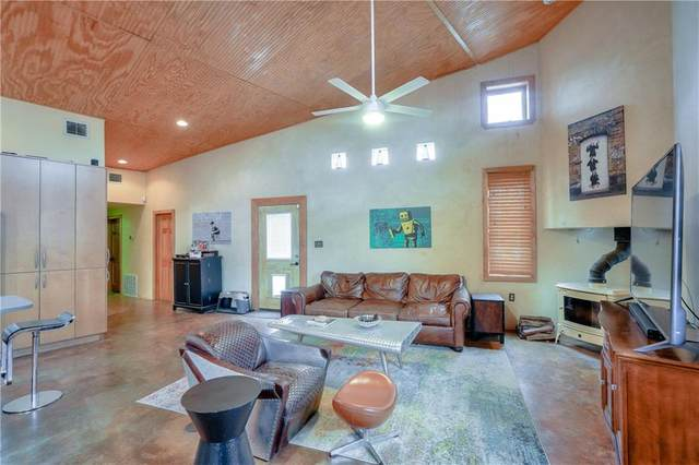 2105 E 9th St, Austin, TX 78702 (#5672322) :: Service First Real Estate