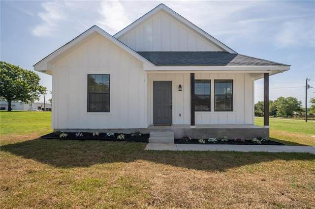 270 S Dallas St, Giddings, TX 78942 (#6795599) :: Lancashire Group at Keller Williams Realty