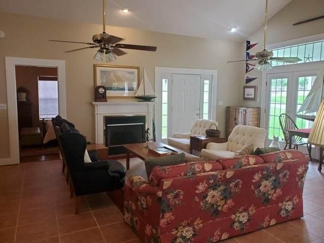 1217 W 4th St, Lampasas, TX 76550 (#7044416) :: Papasan Real Estate Team @ Keller Williams Realty
