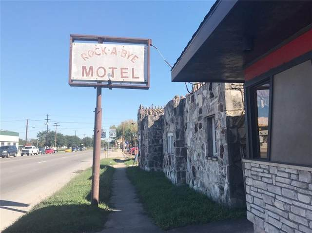 720 E Pierce St, Luling, TX 78648 (#7151093) :: Green City Realty