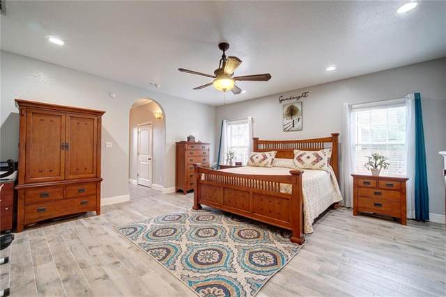 205 N Avenue E, Elgin, TX 78621 (#7214327) :: Papasan Real Estate Team @ Keller Williams Realty