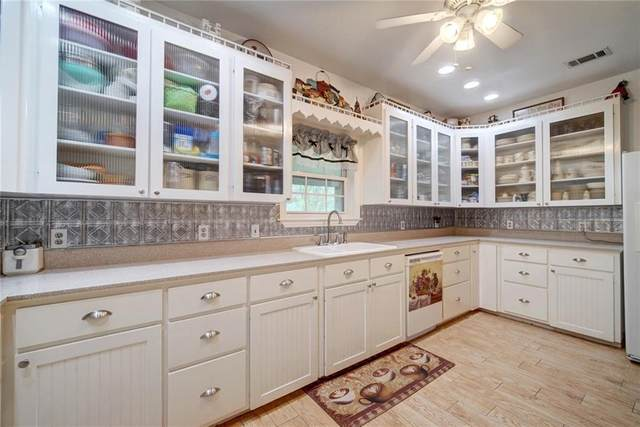 205 N Avenue E, Elgin, TX 78621 (#7214327) :: All City Real Estate