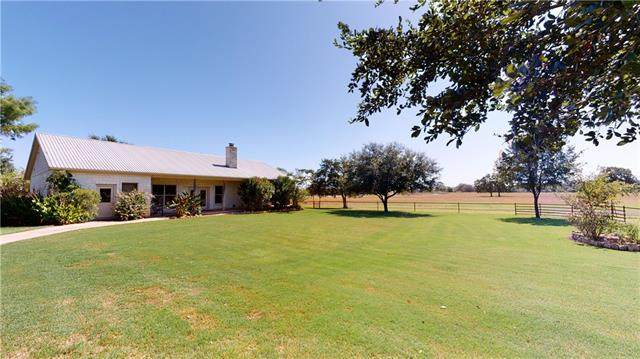 1811 County Road 208, Giddings, TX 78942 (#1061234) :: Front Real Estate Co.