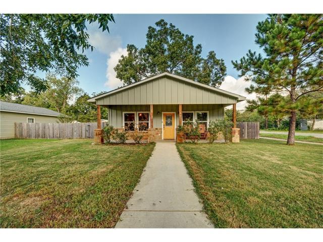 400 San Jacinto St, Smithville, TX 78957 (#1404080) :: Kevin White Group