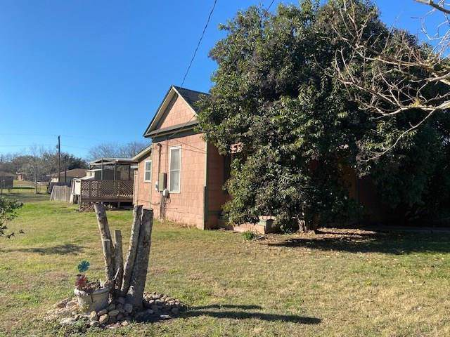 819 N Blanco St, Lockhart, TX 78644 (#1536587) :: The Perry Henderson Group at Berkshire Hathaway Texas Realty