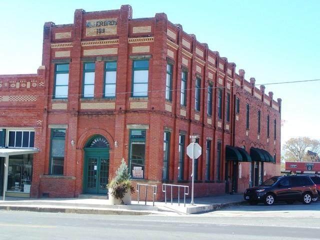 34 N Main St, Elgin, TX 78621 (#1550892) :: Sunburst Realty