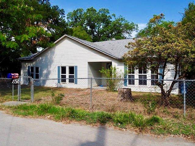 560 W Bridge St, New Braunfels, TX 78130 (#1639241) :: The Perry Henderson Group at Berkshire Hathaway Texas Realty