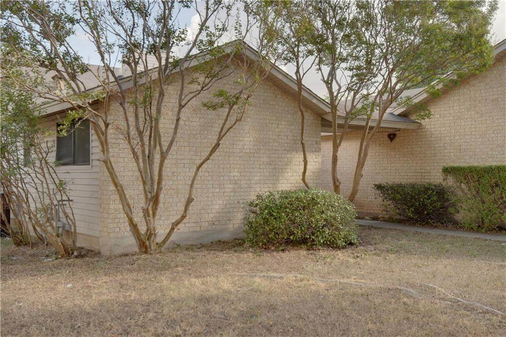 400 Yucca Dr - Photo 1
