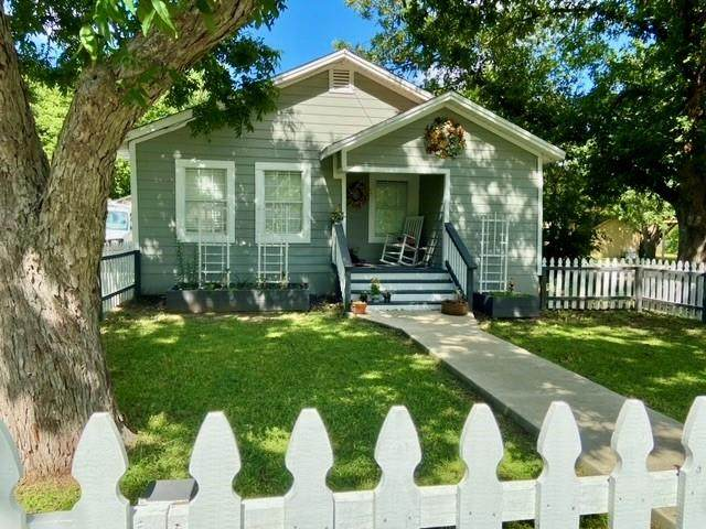 900 Victoria St, Taylor, TX 76574 (MLS #1778676) :: Brautigan Realty