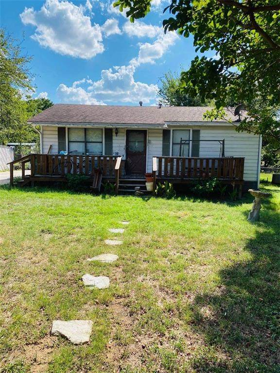 707 Miller St, Rockdale, TX 76567 (#1821848) :: The Perry Henderson Group at Berkshire Hathaway Texas Realty