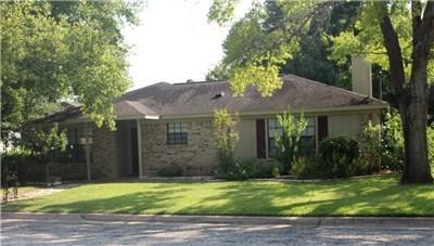 725 S Jackson St, La Grange, TX 78945 (#2008238) :: The ZinaSells Group