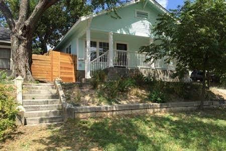 1202 E 8th St, Austin, TX 78702 (#2232334) :: The Summers Group