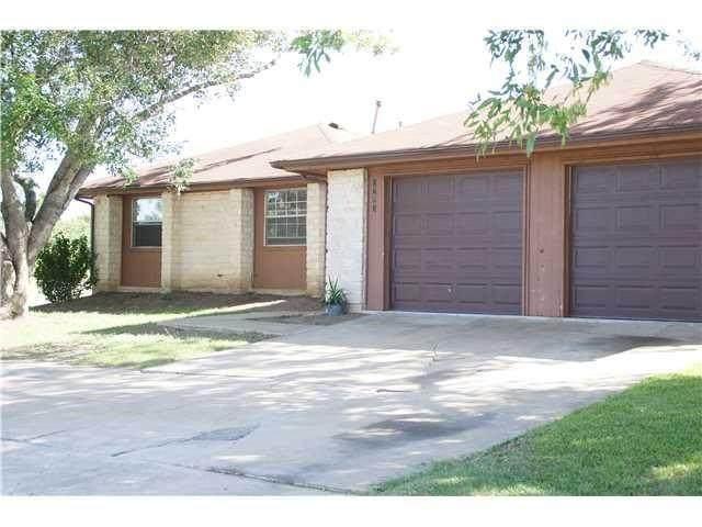 2703 Sunny Ln, Taylor, TX 76574 (#2556470) :: Papasan Real Estate Team @ Keller Williams Realty