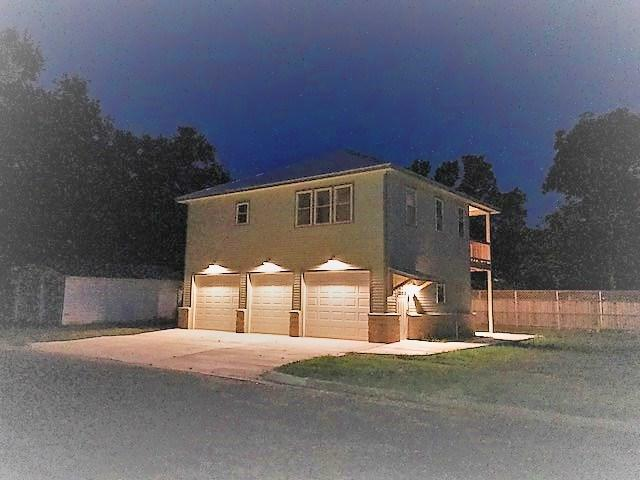 306 Olive St, Smithville, TX 78957 (#2848458) :: Kevin White Group