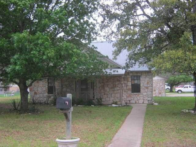 800 Travis St, Lockhart, TX 78644 (MLS #3730013) :: Green Residential
