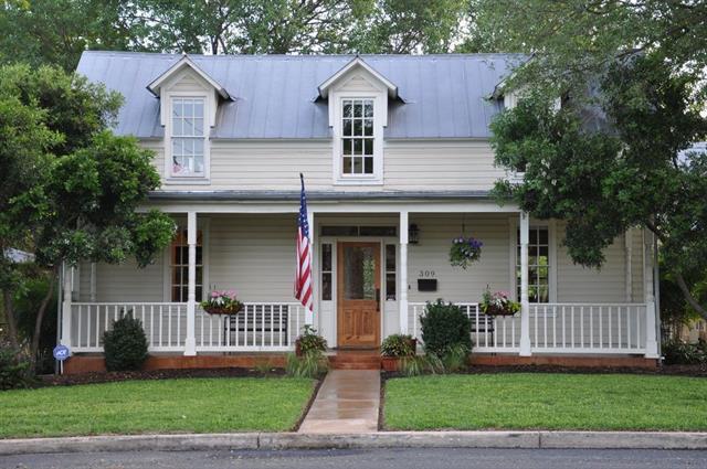 309 E Travis St, Fredericksburg, TX 78624 (#3856808) :: Forte Properties