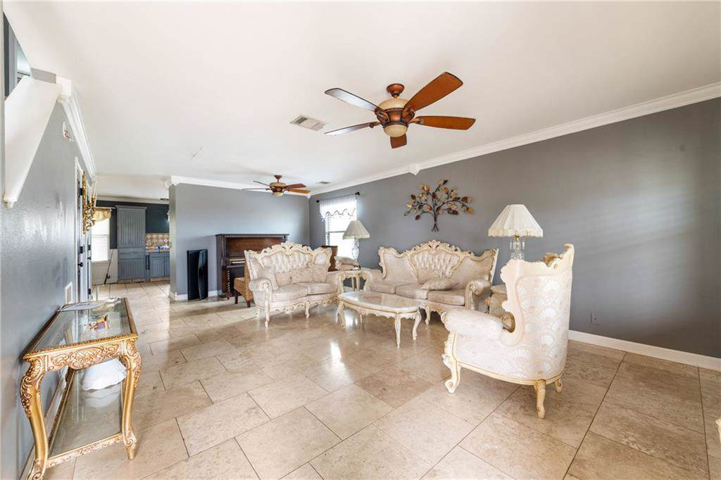 https://bt-photos.global.ssl.fastly.net/austin/orig_boomver_1_3891172-2.jpg