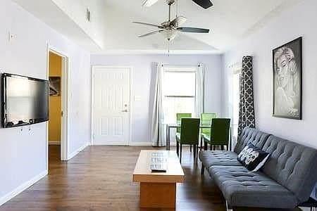 1107 Lincoln St, Austin, TX 78702 (#3926128) :: Papasan Real Estate Team @ Keller Williams Realty
