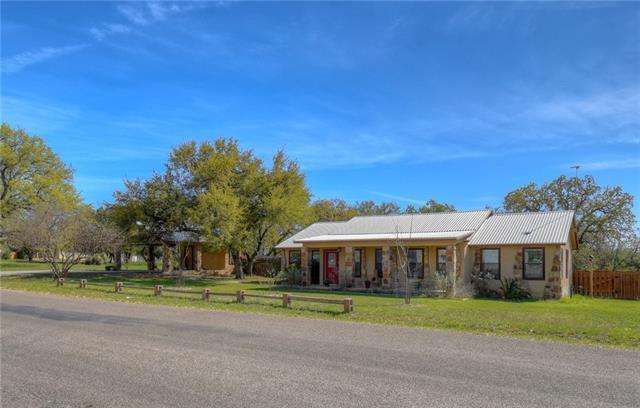 2906 Oak Ridge Dr, Horseshoe Bay, TX 78657 (#4394184) :: The Gregory Group