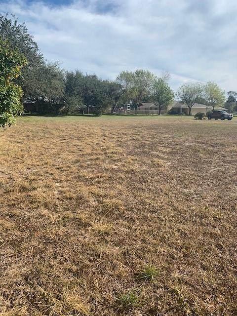 915 Pine Ave, Rockport, TX 78382 (MLS #4694585) :: Vista Real Estate