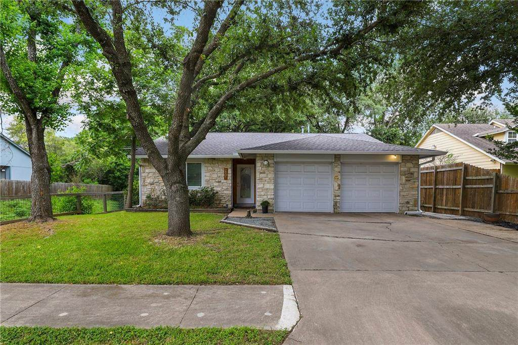 2801 Crownspoint Dr - Photo 1