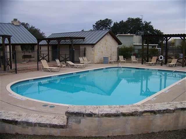 105 Cross Trl, Spicewood, TX 78669 (#4737303) :: The ZinaSells Group