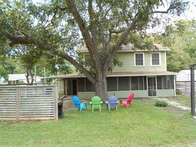 403 Marburger St, Smithville, TX 78957 (#4764783) :: Kevin White Group