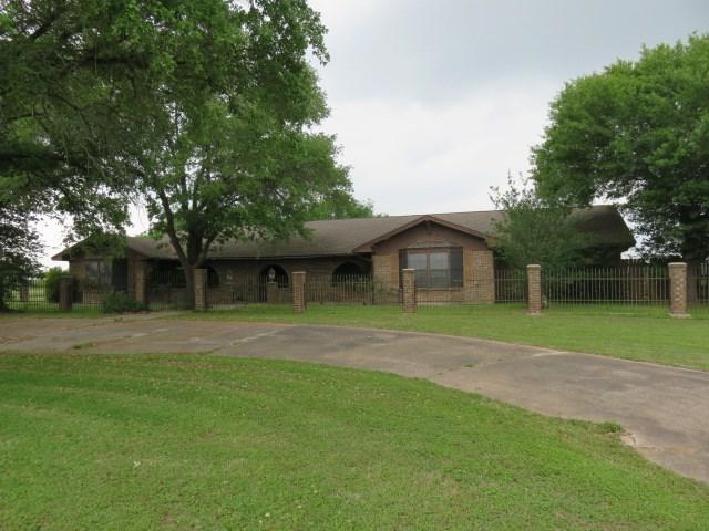 1488 E Us Highway 90, Waelder, TX 78959 (#4770365) :: The ZinaSells Group