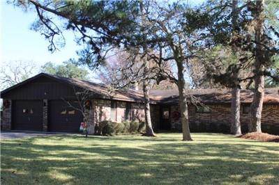 2008 Oak Ridge Rd, La Grange, TX 78945 (#5350318) :: The Perry Henderson Group at Berkshire Hathaway Texas Realty