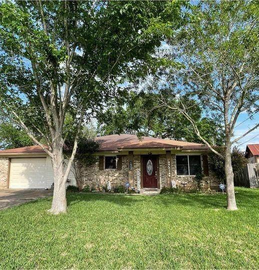 1040 N Von Minden St, La Grange, TX 78945 (#5594597) :: Papasan Real Estate Team @ Keller Williams Realty