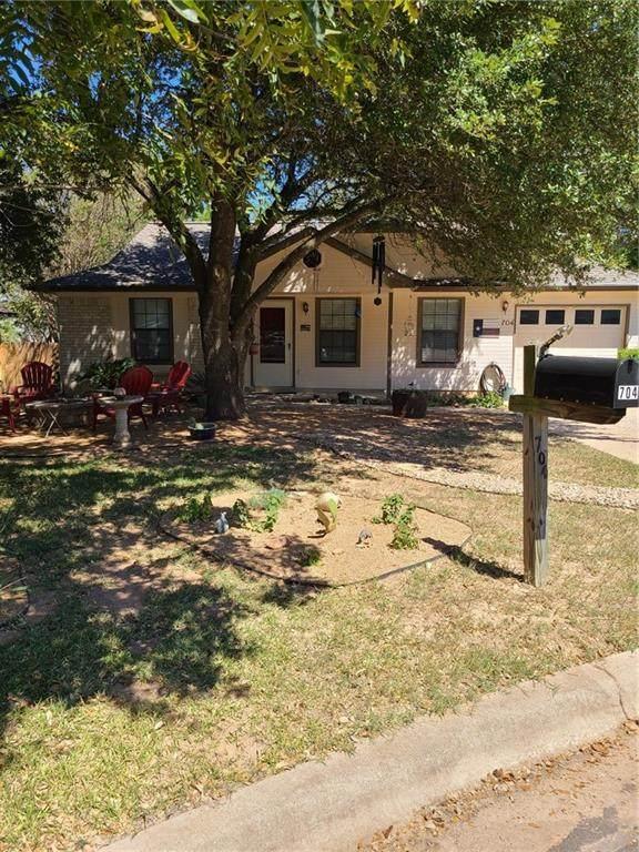 704 Hyde Park Ct, Austin, TX 78748 (#5822636) :: Front Real Estate Co.