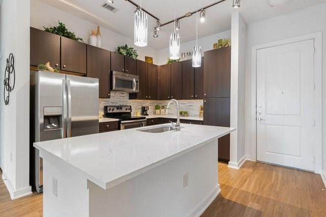 1900 Barton Springs Rd #2017, Austin, TX 78704 (#5938605) :: The Perry Henderson Group at Berkshire Hathaway Texas Realty