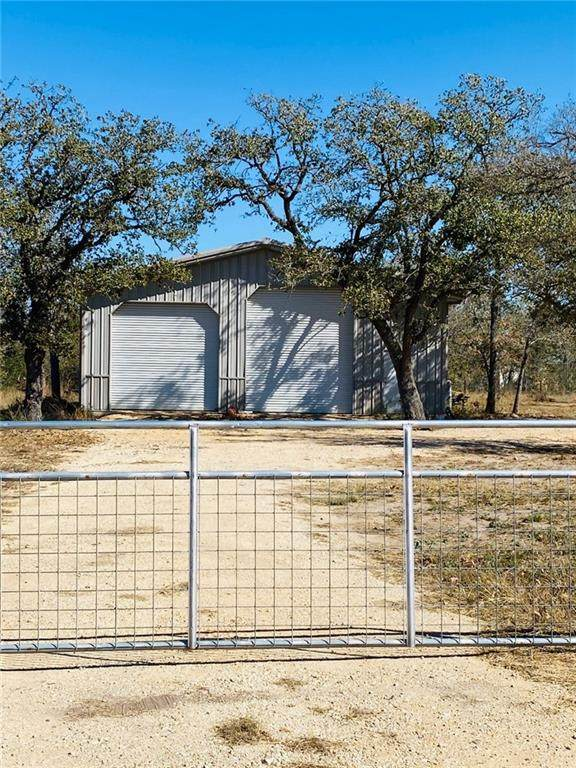 000 Lakeview Cir, Lockhart, TX 78644 (#6089604) :: Watters International