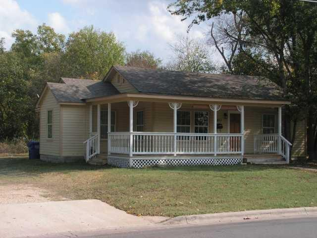 1811 Main St, Bastrop, TX 78602 (#6421531) :: 12 Points Group