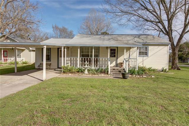 500 Whitehead St, Smithville, TX 78957 (#7470729) :: The ZinaSells Group