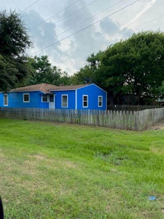 301 Magnsusson Ave, Palacios, TX 77465 (#7942003) :: Papasan Real Estate Team @ Keller Williams Realty