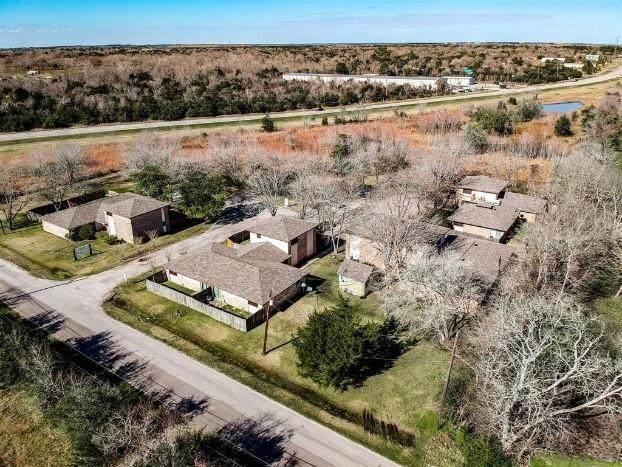 9000 Schiro Rd, Hitchcock, TX 77563 (#8011014) :: Papasan Real Estate Team @ Keller Williams Realty