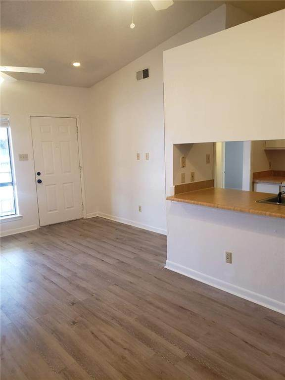1705 Crossing Pl #125, Austin, TX 78741 (#8206394) :: The Summers Group