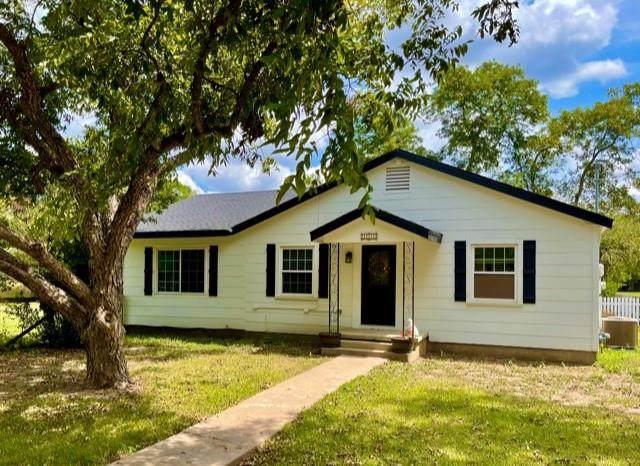 111 E 7th St, Elgin, TX 78621 (#8883129) :: Papasan Real Estate Team @ Keller Williams Realty