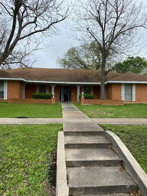 904 Davis St, Taylor, TX 76574 (#9050172) :: Realty Executives - Town & Country