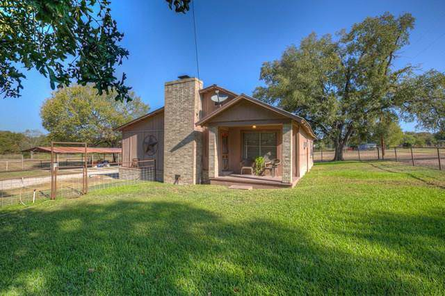 1390 Austin Rd, Luling, TX 78648 (#9317787) :: The Perry Henderson Group at Berkshire Hathaway Texas Realty