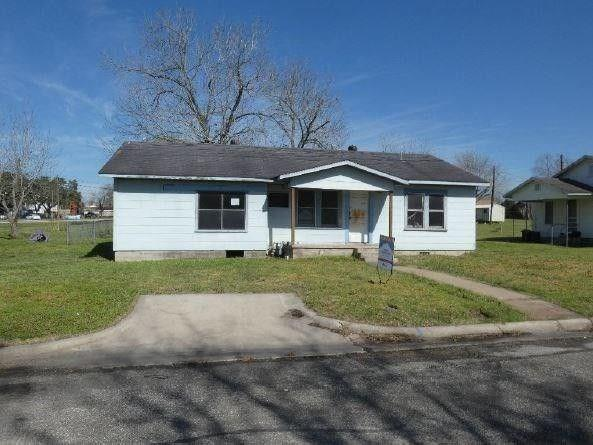 319 Kallus St, Schulenburg, TX 78956 (#9519728) :: The Heyl Group at Keller Williams