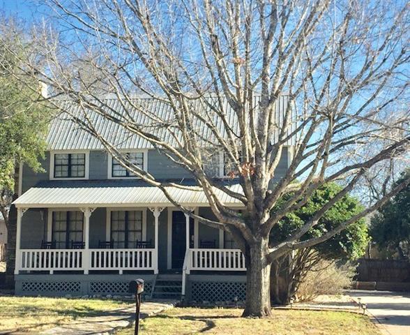 207 S Cherry St, Fredericksburg, TX 78624 (#9757702) :: Magnolia Realty