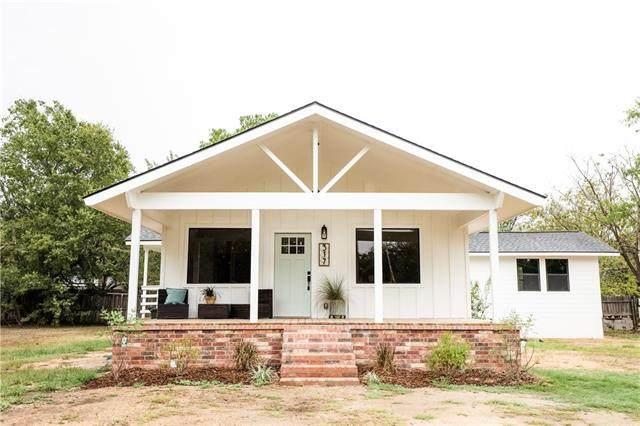 317 Avenue E, Lexington, TX 78947 (#2574208) :: The Perry Henderson Group at Berkshire Hathaway Texas Realty