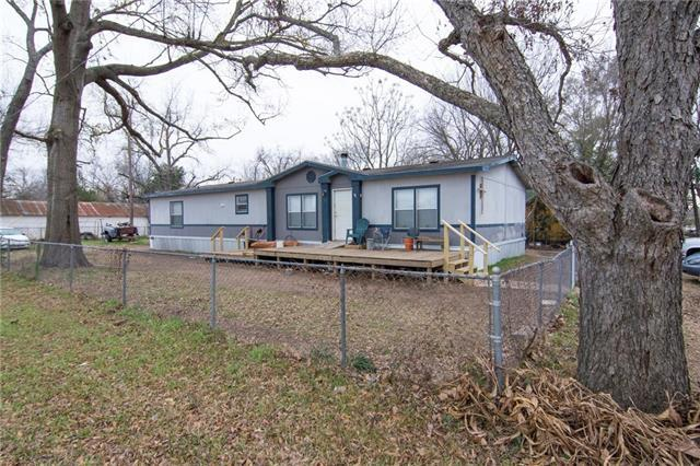 201 Jones St, Smithville, TX 78957 (#3929448) :: The ZinaSells Group