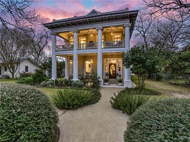 304 Burleson St, Smithville, TX 78957 (#5176376) :: Lauren McCoy with David Brodsky Properties