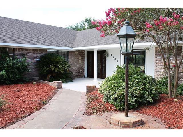 1061 County Road 229, Giddings, TX 78942 (#5342992) :: The ZinaSells Group